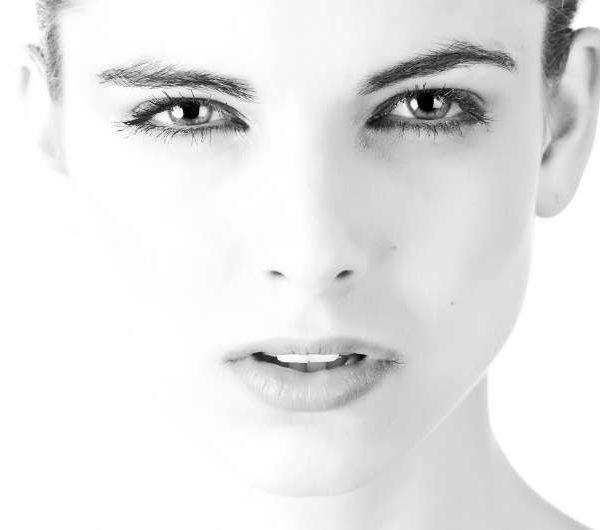 zoom sur le microblading pour des sourcils parfaits