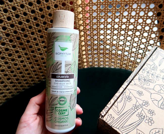 Vacances, chaleur, soleil, on y est! Et on profite à fond avec la nouvelle box «Evasion Estivale» de Belle au naturel.